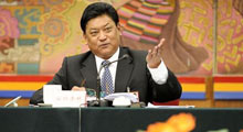 西藏主席回应僧人自焚事件