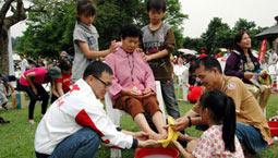 台湾母亲节千人为母洗脚